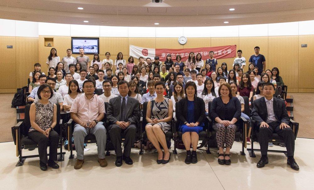 Dr. Laura Spitz (前排正中间):康奈尔大学国际事务副教务长<br>章启月(右起第三位):中国驻纽约总领事