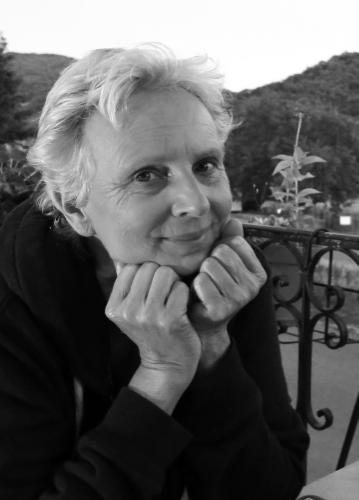 Suzan van der Schenk Bedenkster en ontwerpster van de PU-REST grafkisten