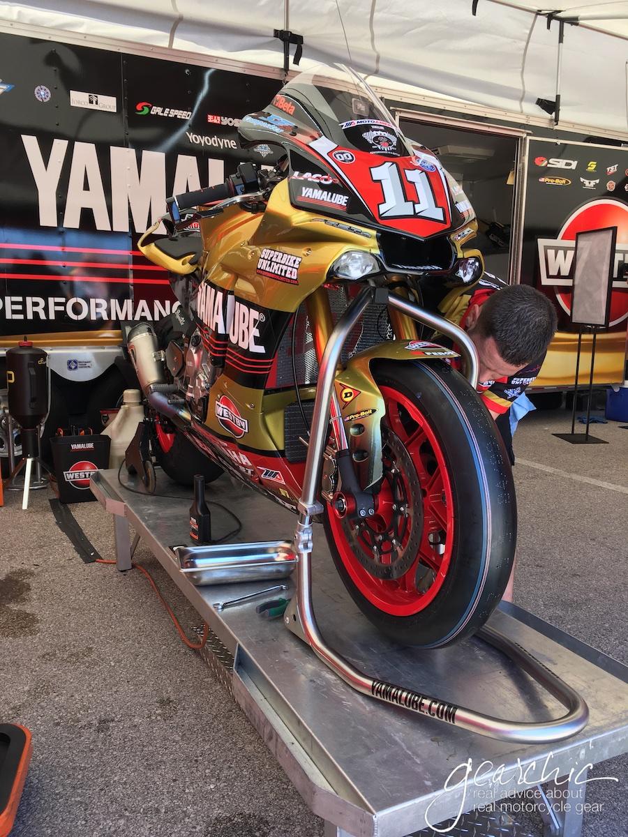 Pretty Yamalube Westby Racing YZF-R1