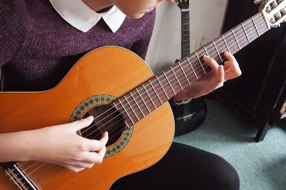Guitar-Fingers-Spanish-Musical-Instrument-Hands-1089937.jpg