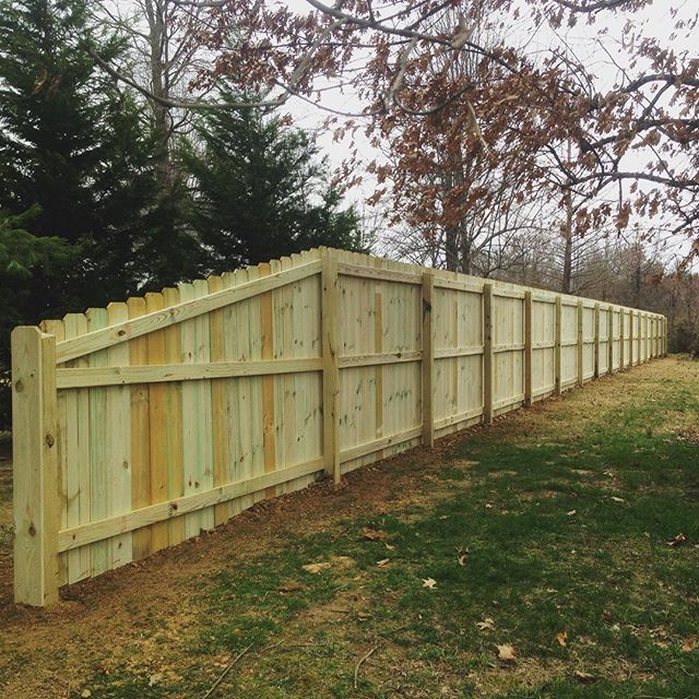 Wood privacy fence completed today in Paducah, KY! #kentucky  #paducah #fence #landscape #woodfence @paducahlife
