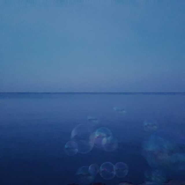 I forgot that Chicago could be so peaceful and its just outside my door now. #bubbles #lakemichigan