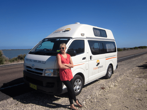 3-person-hitop-toyota-campervan-03.png