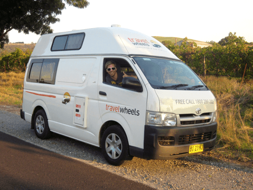 3-person-hitop-toyota-campervan-02.png