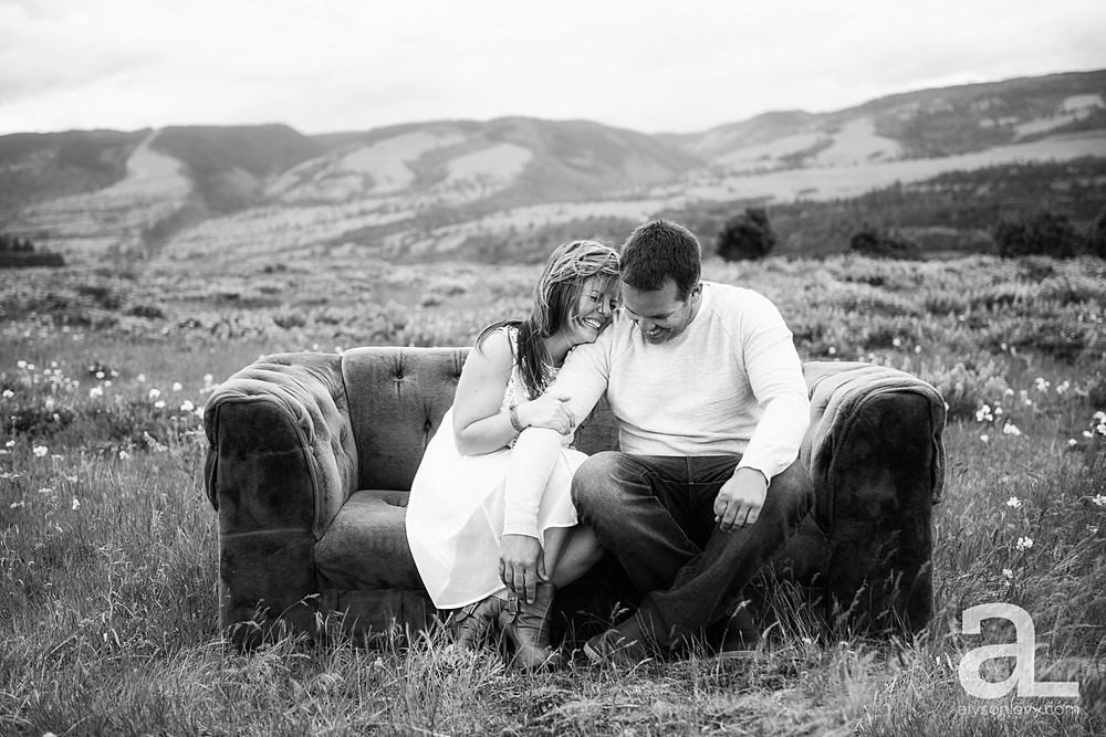 Columbia-River-Gorge-Engagement-Photography-Session_0007.jpg
