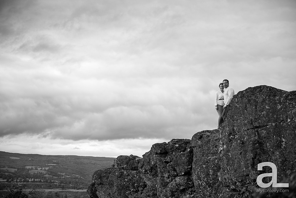 Columbia-River-Gorge-Engagement-Photography-Session_0013.jpg