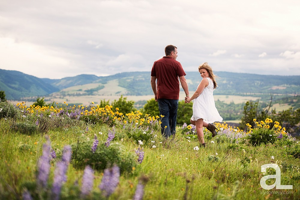 Columbia-River-Gorge-Engagement-Photography-Session_0017.jpg