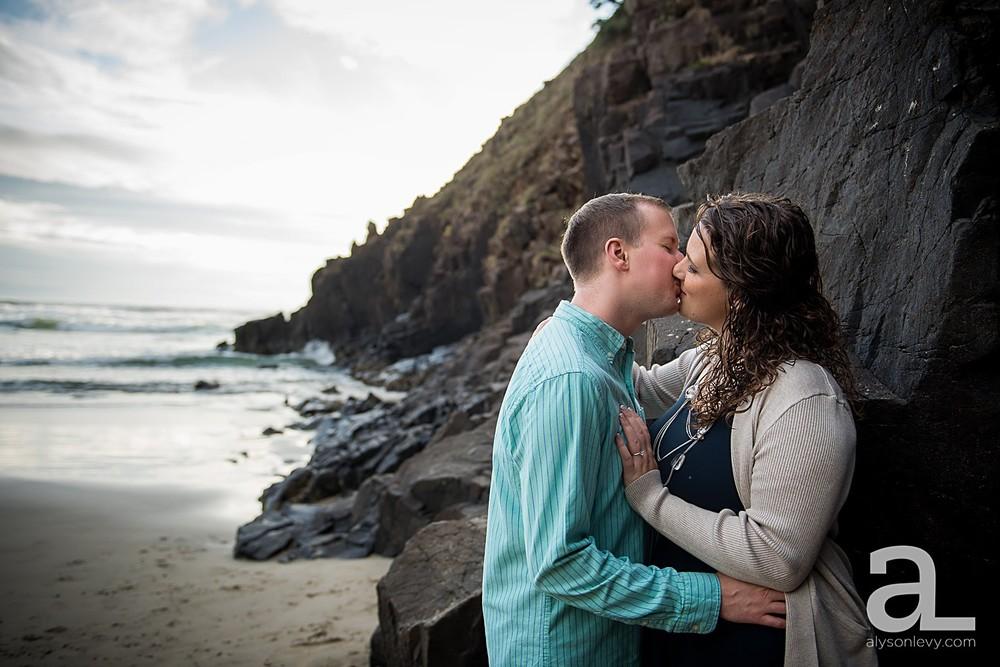Oregon-Coast-Engagement-Photography_0010.jpg