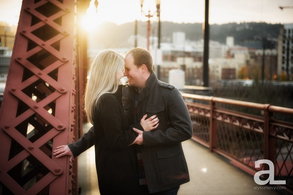 Downtown-Portland-Oregon-Engagement-Session_0014.jpg