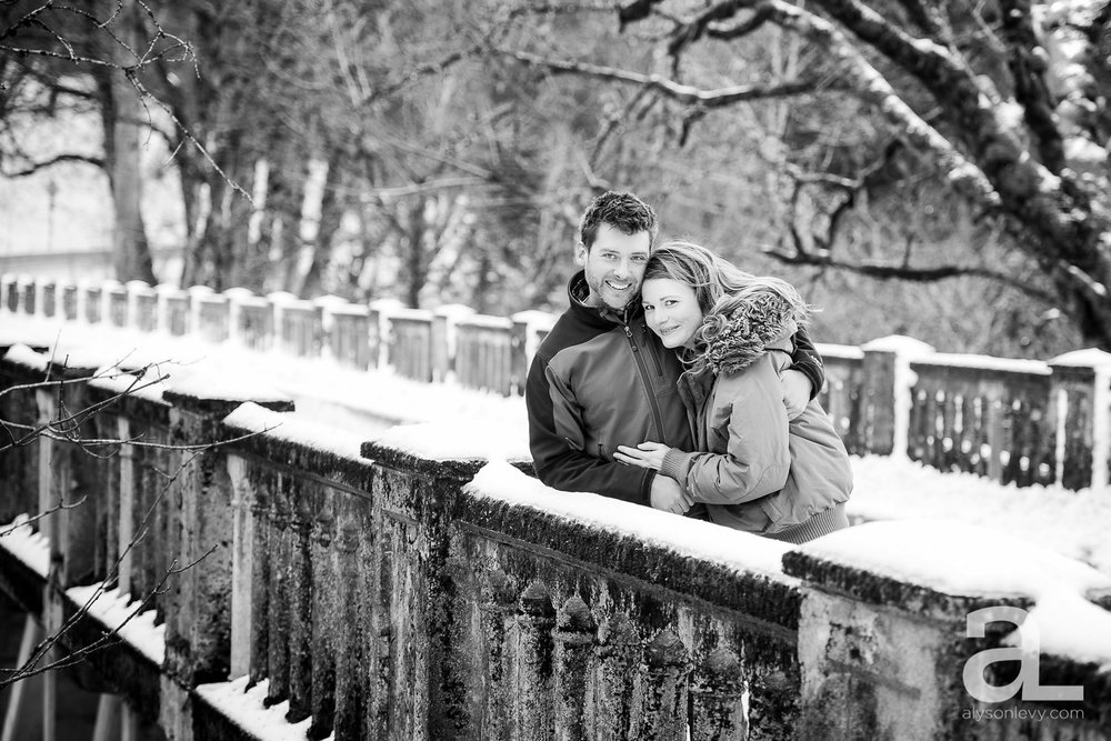 Portland-Winter-Engagement-Photography_0003.jpg
