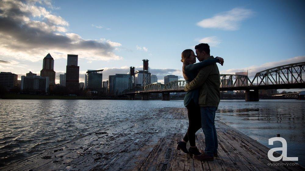 Portland-Tilikum-Bridge-Proposal-Engagement-Photography_0010.jpg