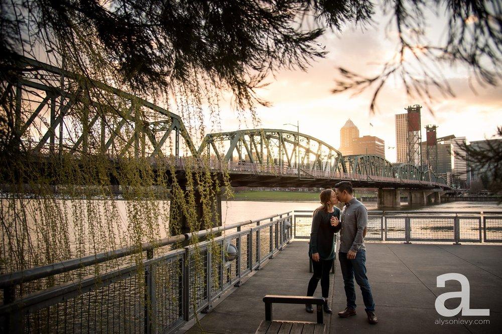 Portland-Tilikum-Bridge-Proposal-Engagement-Photography_0016.jpg