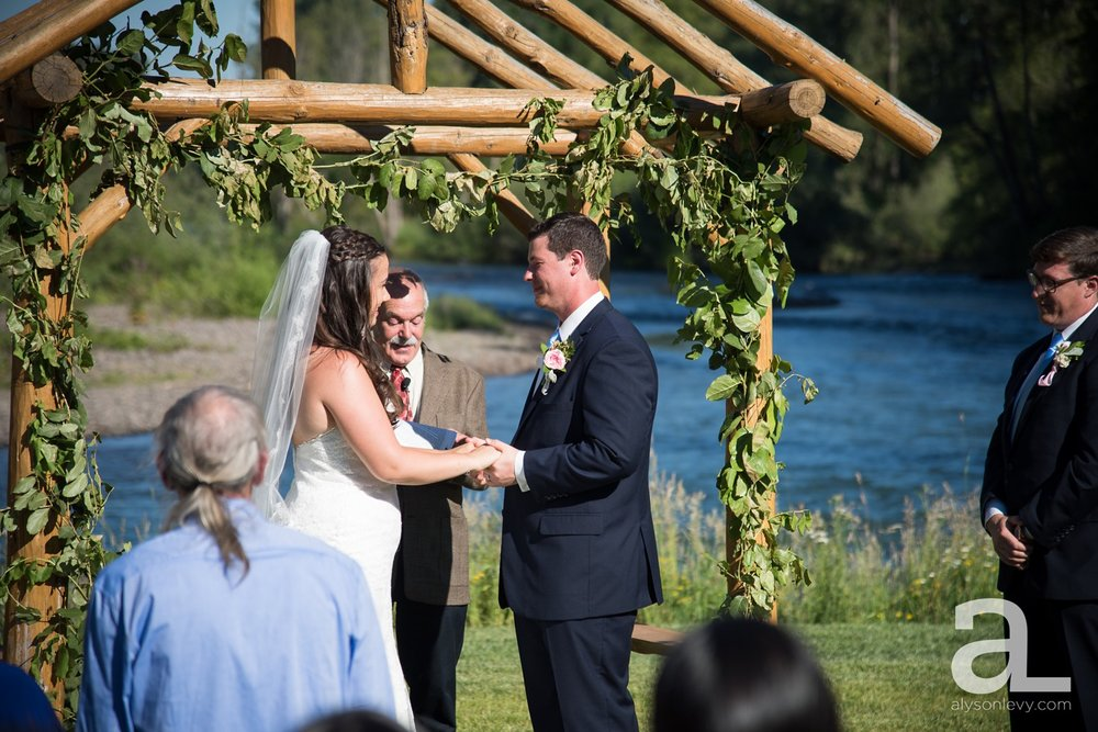Eugene-Outdoor-Wedding-Photography-Christmas-Tree-Farm_0059.jpg