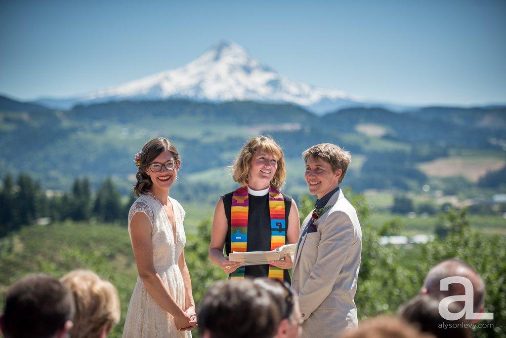 Mt-Hood-Oregon-Wedding-Photography-Crag-Rat-Hut-Hood-River_0027.jpg