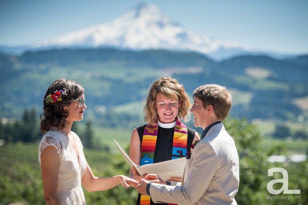 Mt-Hood-Oregon-Wedding-Photography-Crag-Rat-Hut-Hood-River_0041.jpg