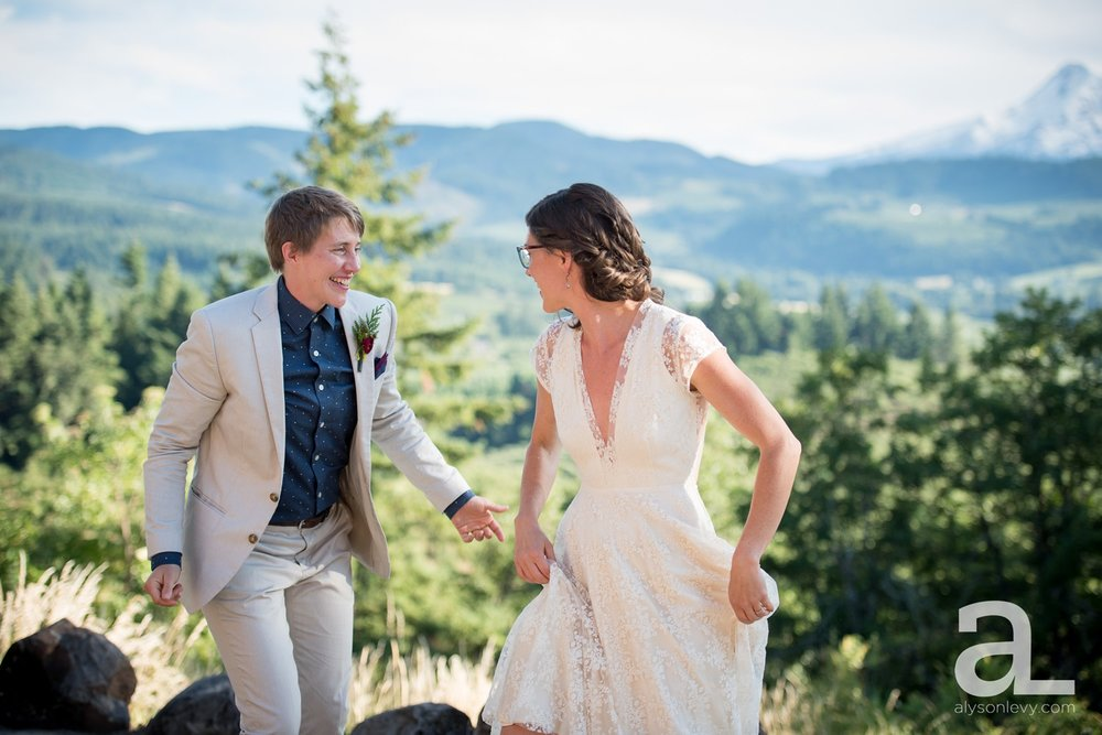 Mt-Hood-Oregon-Wedding-Photography-Crag-Rat-Hut-Hood-River_0067.jpg