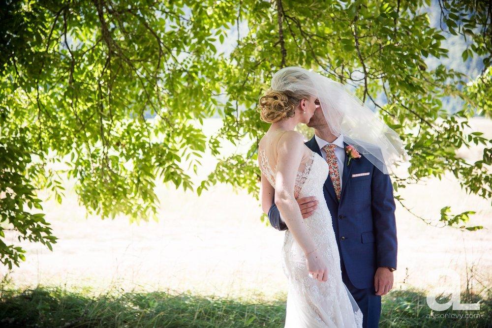 Tin-Roof-Barn-Wedding-Photography-White-Salmon-Washington_0027.jpg