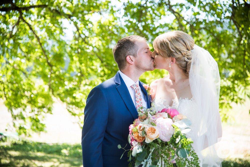 Tin-Roof-Barn-Wedding-Photography-White-Salmon-Washington_0029.jpg