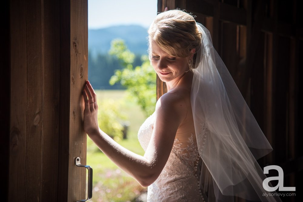 Tin-Roof-Barn-Wedding-Photography-White-Salmon-Washington_0032.jpg