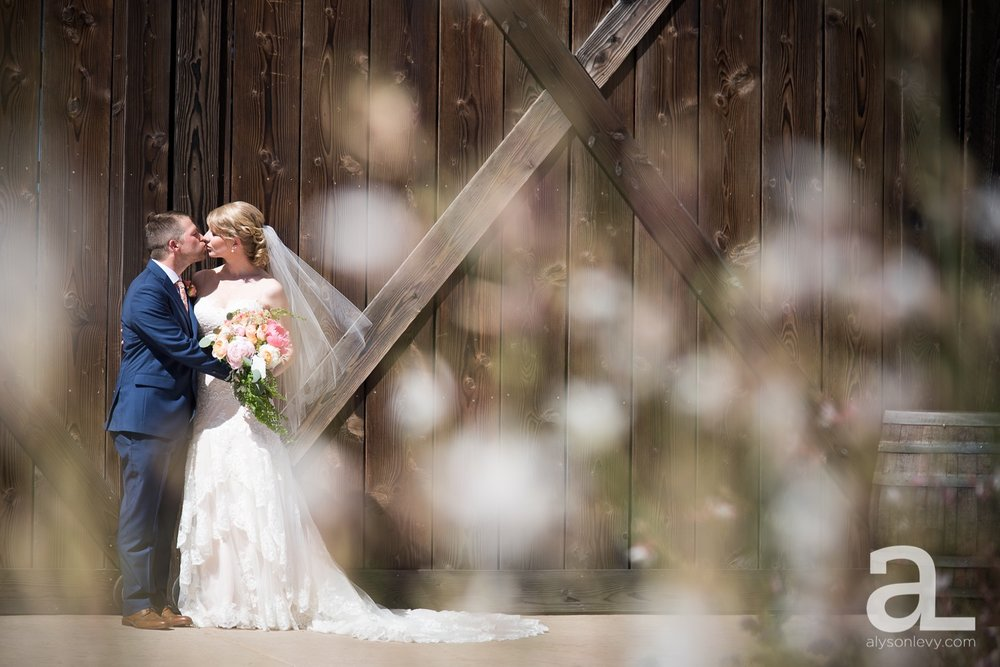 Tin-Roof-Barn-Wedding-Photography-White-Salmon-Washington_0031.jpg