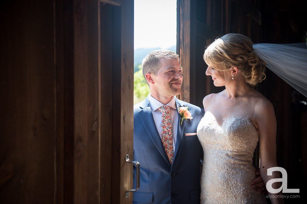 Tin-Roof-Barn-Wedding-Photography-White-Salmon-Washington_0034.jpg