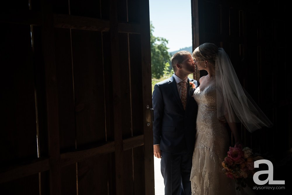 Tin-Roof-Barn-Wedding-Photography-White-Salmon-Washington_0035.jpg