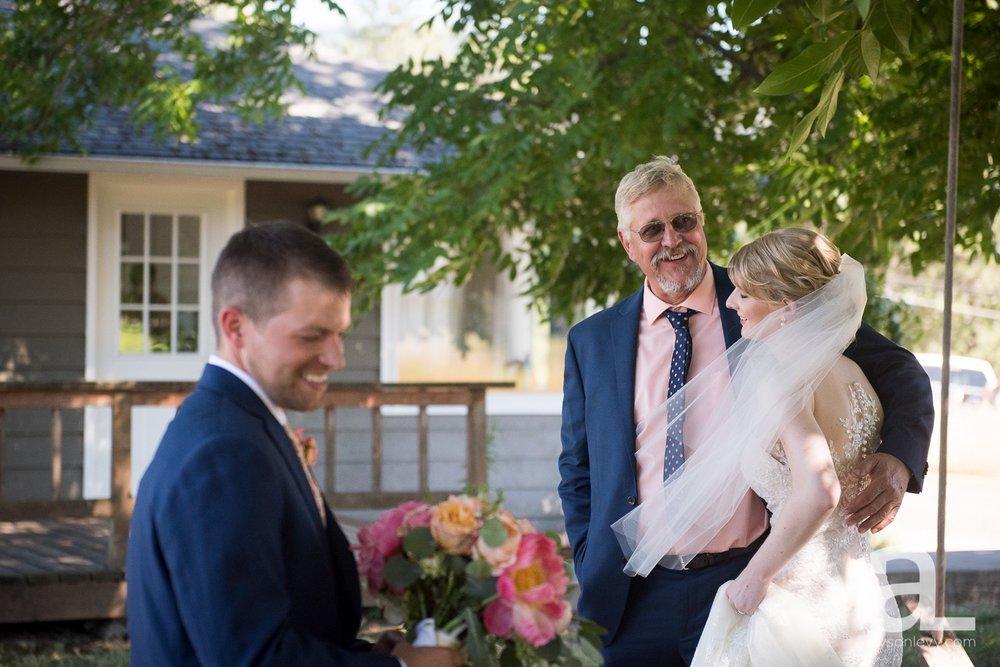 Tin-Roof-Barn-Wedding-Photography-White-Salmon-Washington_0037.jpg