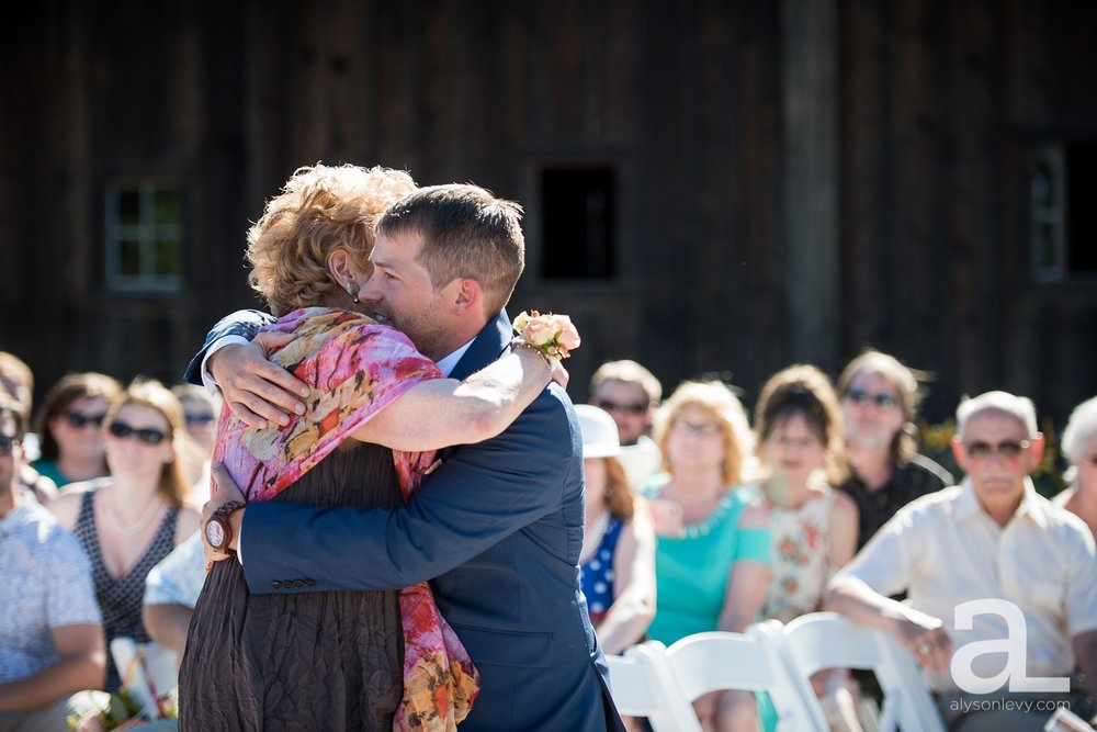 Tin-Roof-Barn-Wedding-Photography-White-Salmon-Washington_0056.jpg