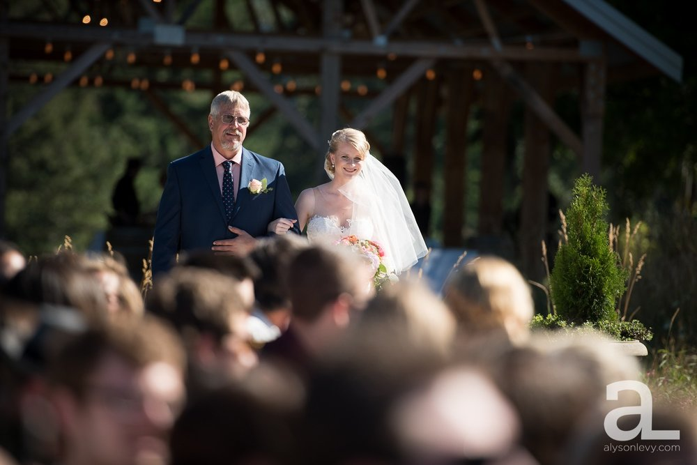 Tin-Roof-Barn-Wedding-Photography-White-Salmon-Washington_0060.jpg