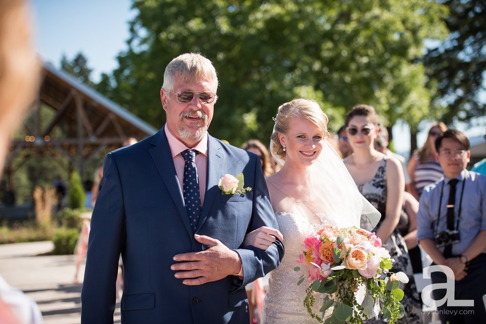 Tin-Roof-Barn-Wedding-Photography-White-Salmon-Washington_0061.jpg