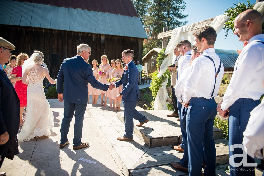 Tin-Roof-Barn-Wedding-Photography-White-Salmon-Washington_0062.jpg