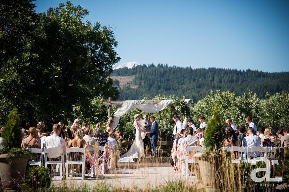 Tin-Roof-Barn-Wedding-Photography-White-Salmon-Washington_0065.jpg