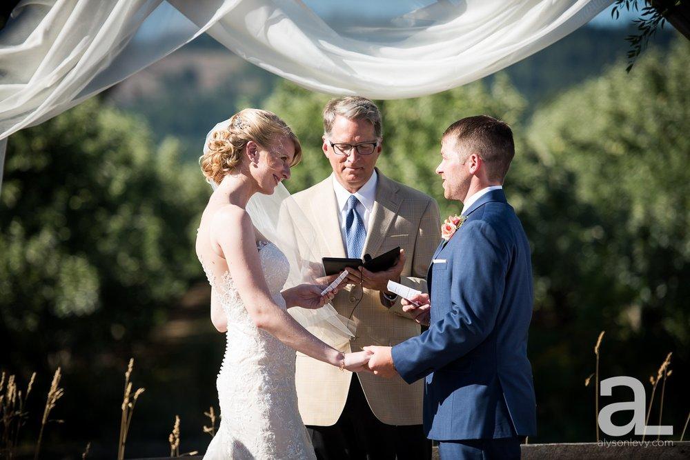 Tin-Roof-Barn-Wedding-Photography-White-Salmon-Washington_0069.jpg