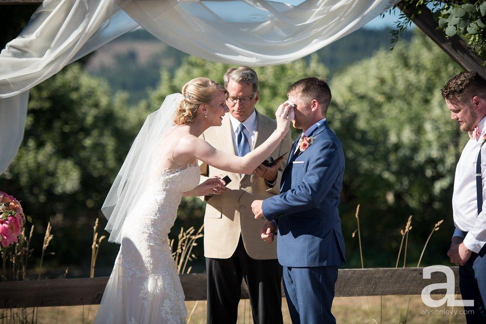 Tin-Roof-Barn-Wedding-Photography-White-Salmon-Washington_0071.jpg
