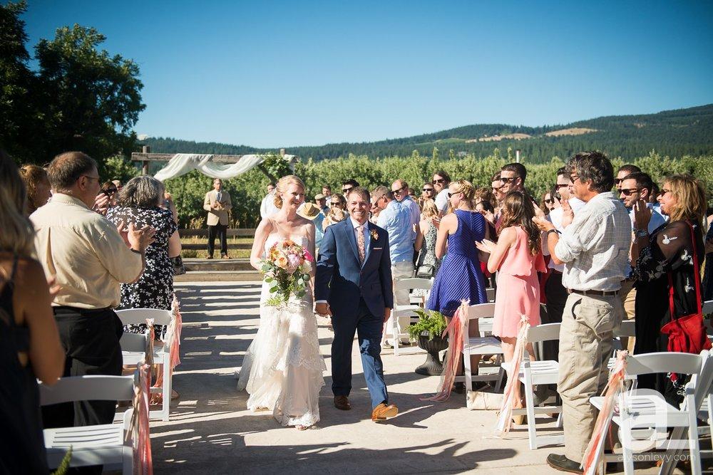 Tin-Roof-Barn-Wedding-Photography-White-Salmon-Washington_0077.jpg
