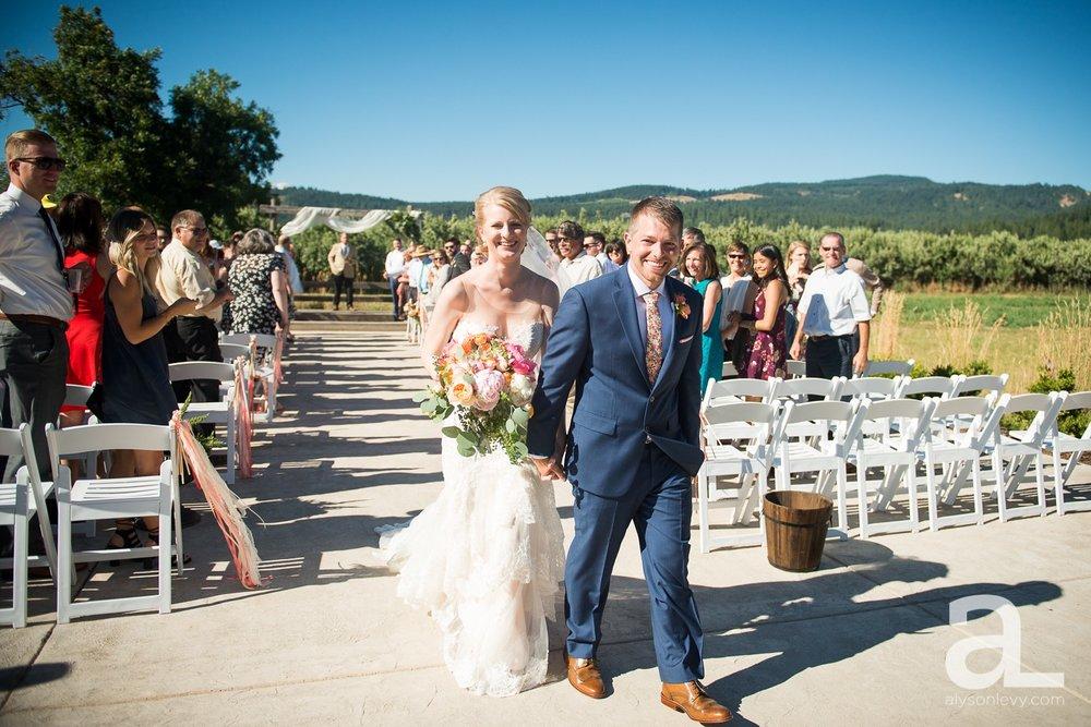 Tin-Roof-Barn-Wedding-Photography-White-Salmon-Washington_0078.jpg