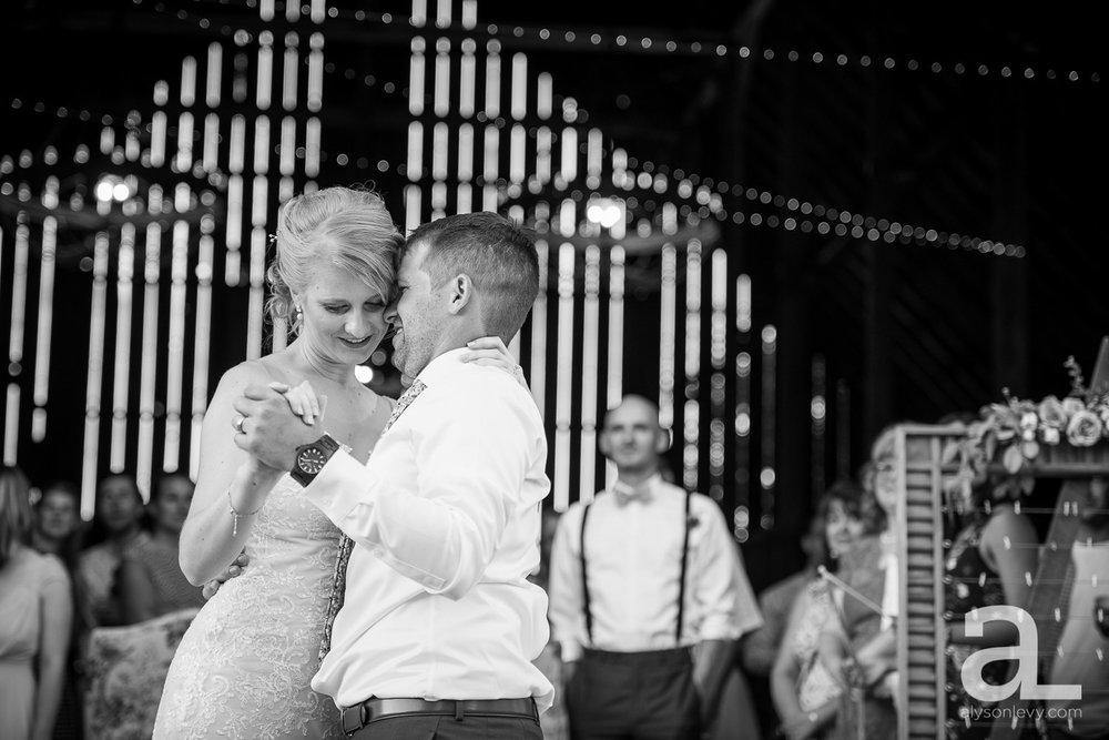 Tin-Roof-Barn-Wedding-Photography-White-Salmon-Washington_0101.jpg