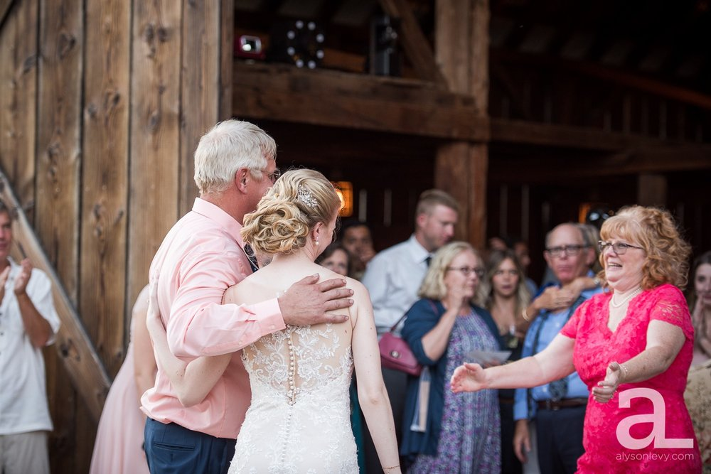 Tin-Roof-Barn-Wedding-Photography-White-Salmon-Washington_0107.jpg