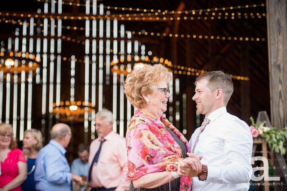 Tin-Roof-Barn-Wedding-Photography-White-Salmon-Washington_0110.jpg