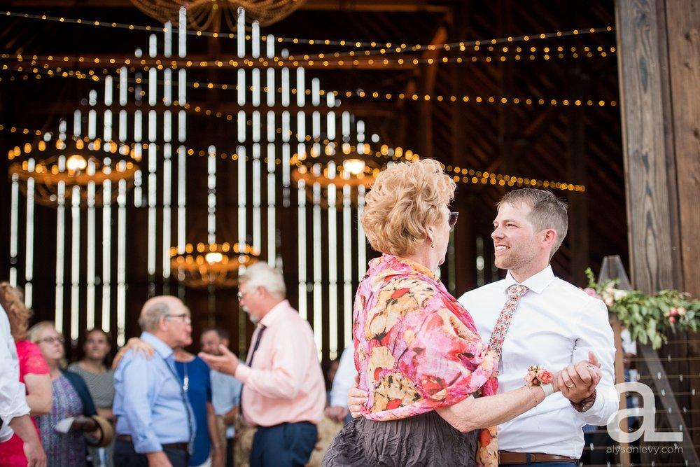 Tin-Roof-Barn-Wedding-Photography-White-Salmon-Washington_0111.jpg