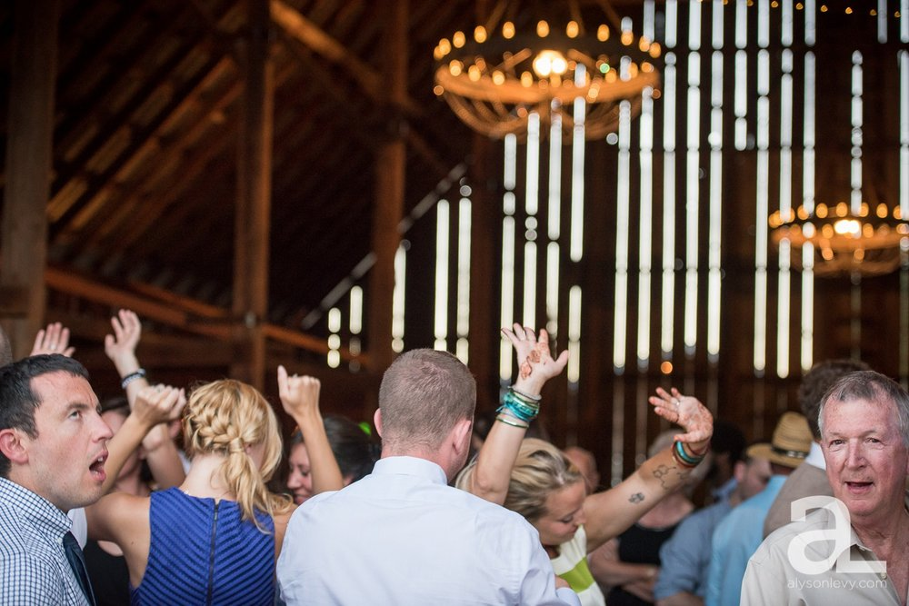 Tin-Roof-Barn-Wedding-Photography-White-Salmon-Washington_0113.jpg