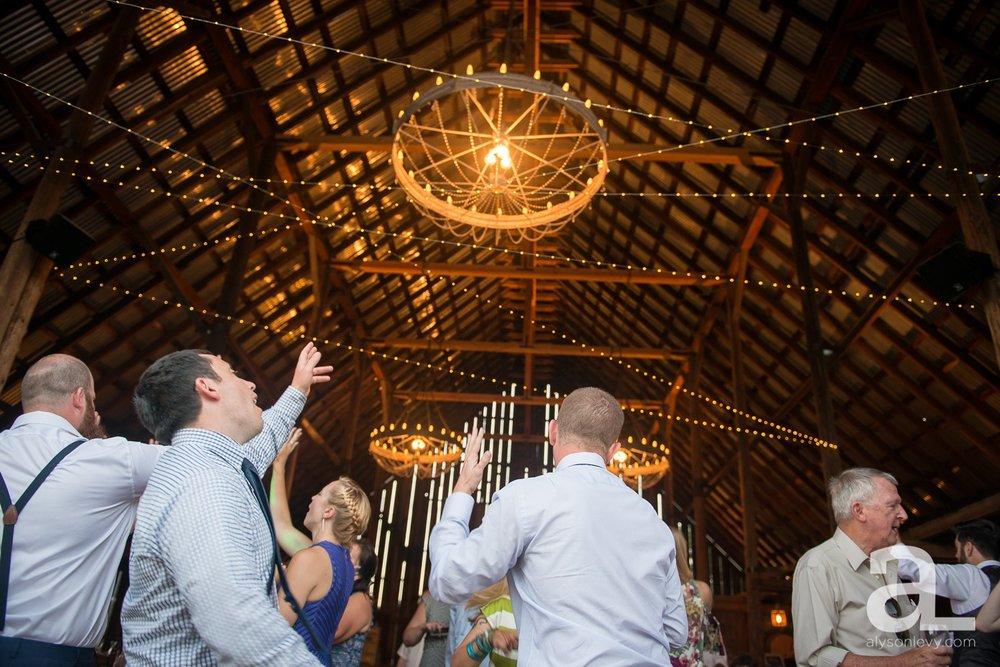 Tin-Roof-Barn-Wedding-Photography-White-Salmon-Washington_0114.jpg