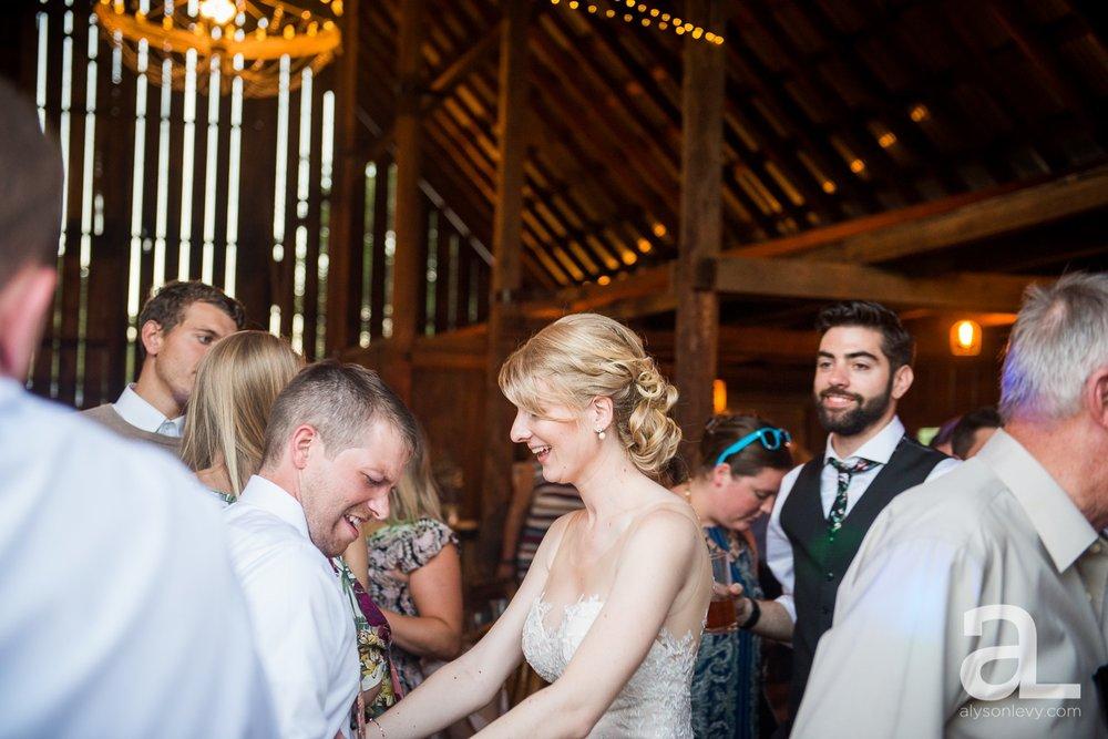 Tin-Roof-Barn-Wedding-Photography-White-Salmon-Washington_0115.jpg