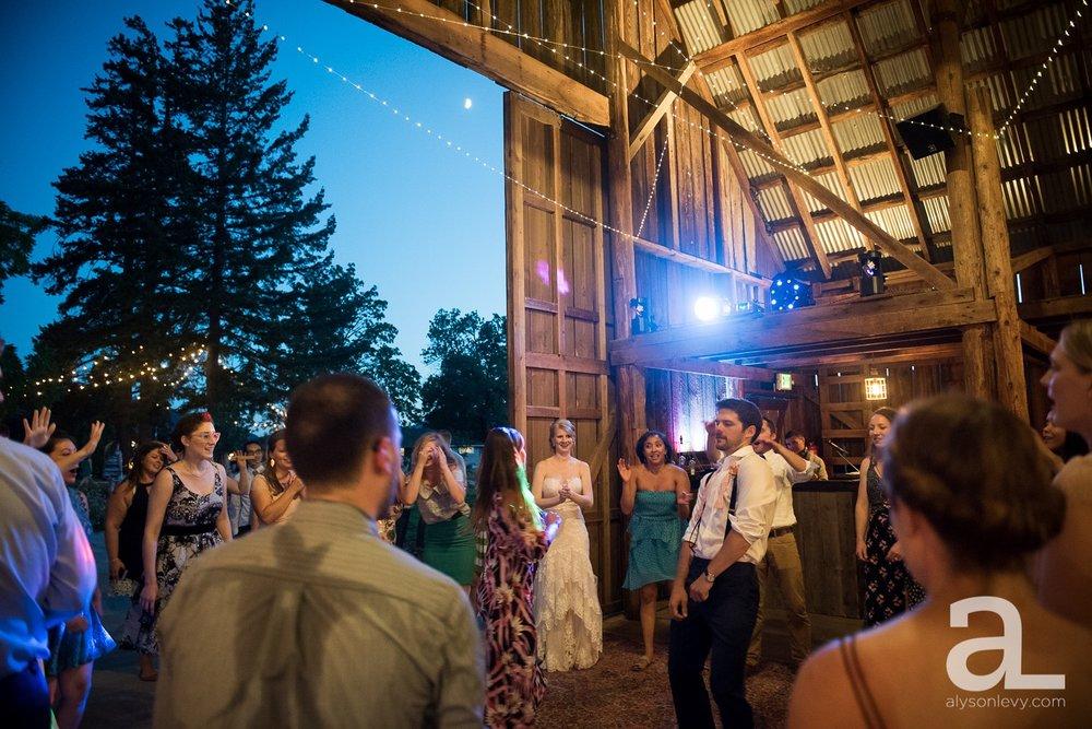 Tin-Roof-Barn-Wedding-Photography-White-Salmon-Washington_0117.jpg