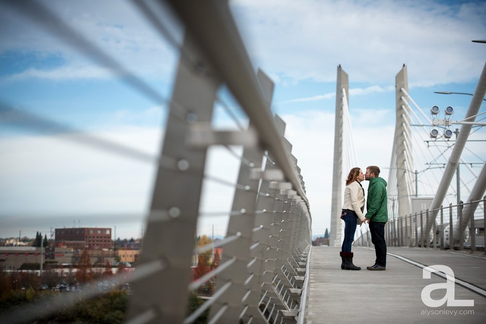 Portland-Oregon-Engagement-Photography-Eastbank-Waterfront_0001.jpg
