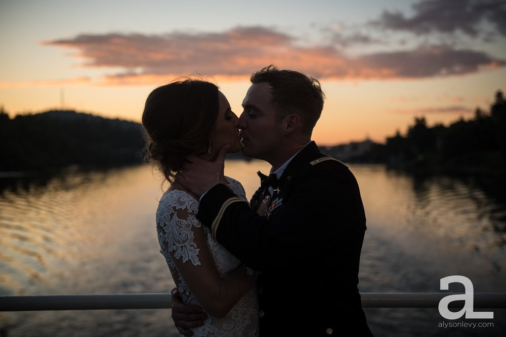 Portland-Oregon-Wedding-Photography-PortlandSpirit-Waterfront_0116.jpg