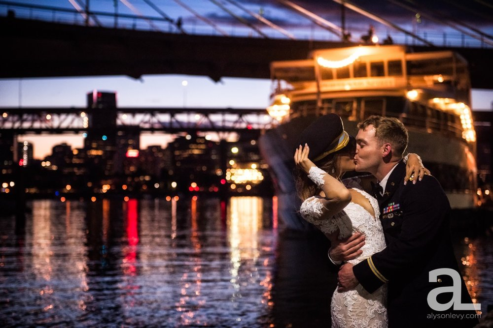 Portland-Oregon-Wedding-Photography-PortlandSpirit-Waterfront_0126.jpg