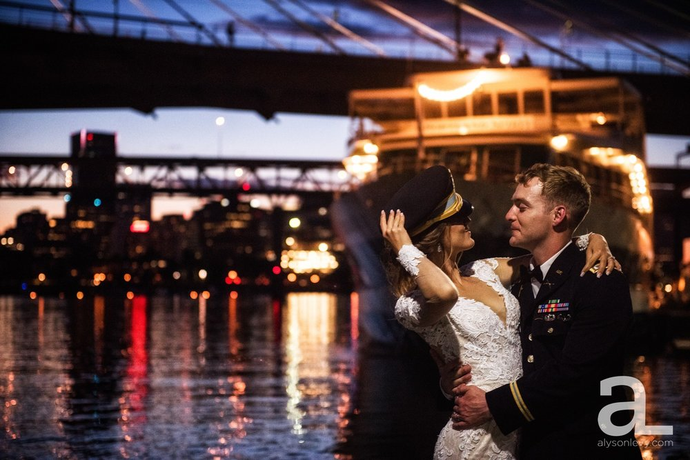 Portland-Oregon-Wedding-Photography-PortlandSpirit-Waterfront_0127.jpg