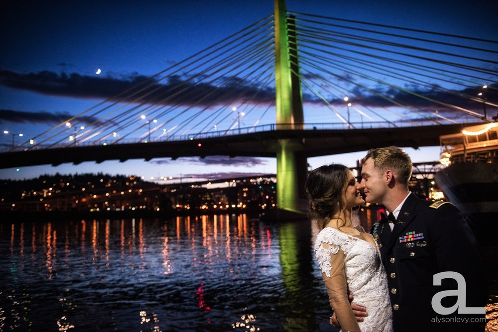 Portland-Oregon-Wedding-Photography-PortlandSpirit-Waterfront_0129.jpg