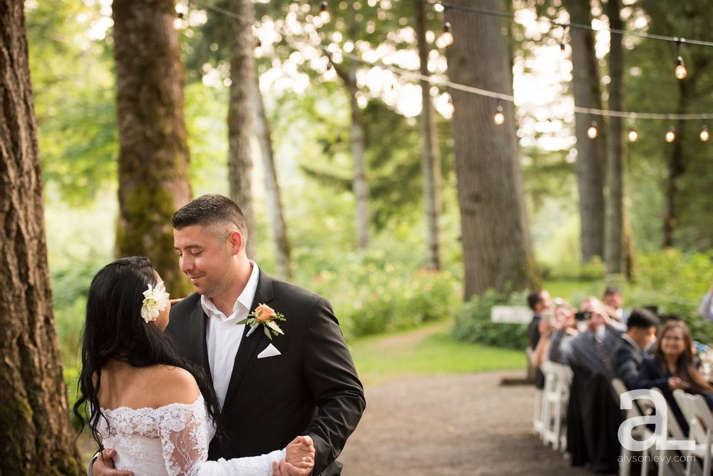 Portland-Wedding-Photography-Bridal-Veil-Lakes_0074.jpg